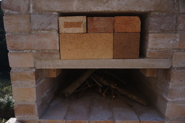 自作ピザ窯でピザを焼く08