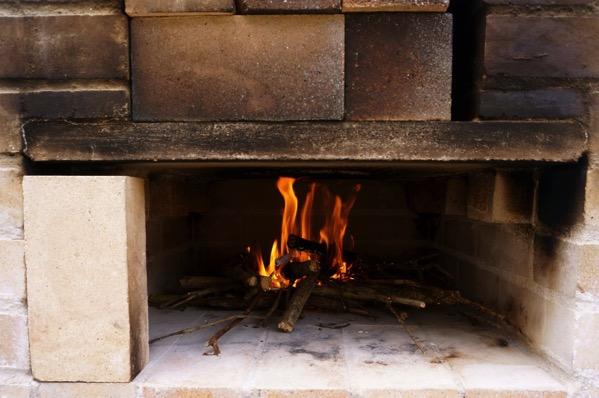 自作ピザ窯でピザを焼く209