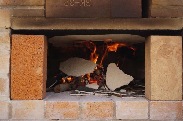自作ピザ窯でピザを焼く14