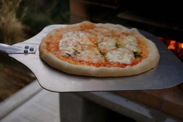 自作ピザ窯でピザを焼く21