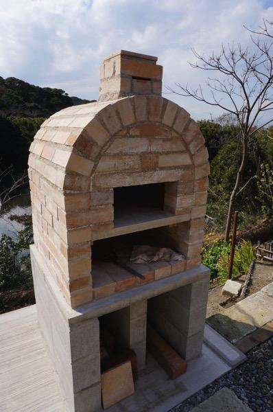 自作ピザ窯でピザを焼く04