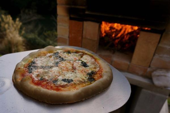 自作ピザ窯でピザを焼く19