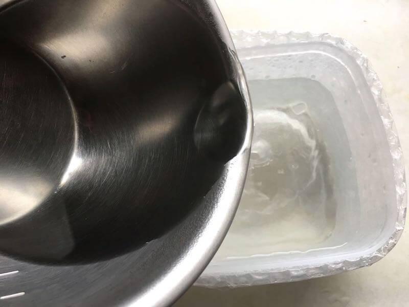 沸かした水を加える