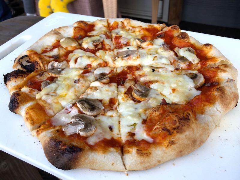 ピザ窯でのピザの焼き方19