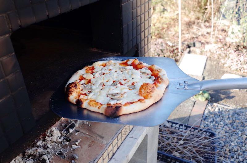 ピザ窯でのピザの焼き方12