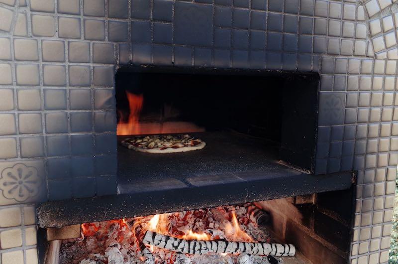 ピザ窯でのピザの焼き方7