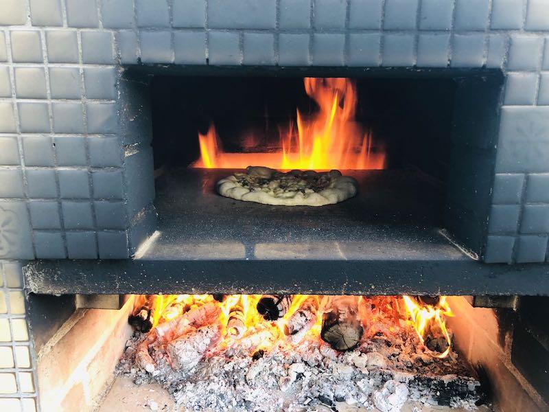 ピザ窯でのピザの焼き方21