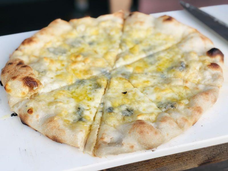 ピザ窯でのピザの焼き方22