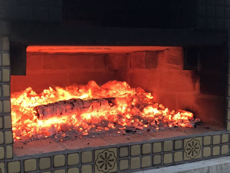 ピザ窯でのピザの焼き方24