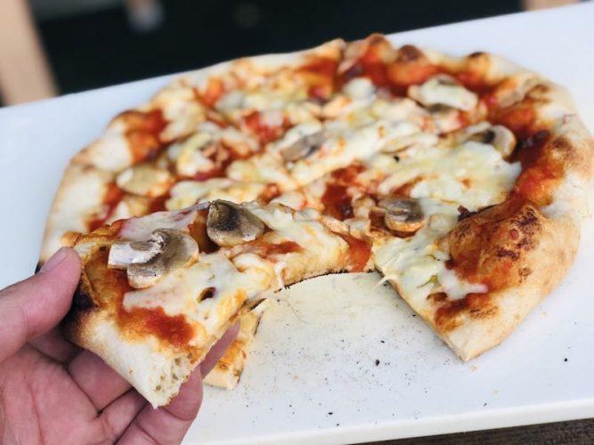 ピザ窯でのピザの焼き方20