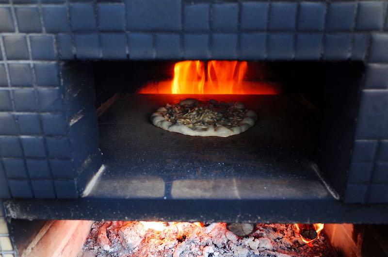 ピザ窯でのピザの焼き方15