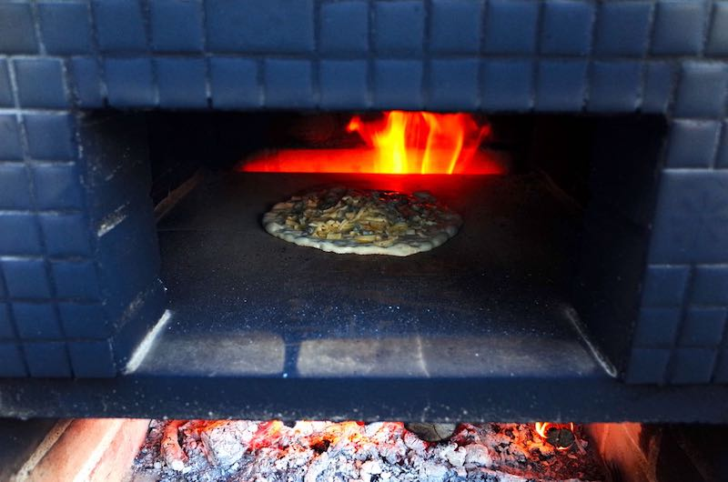 ピザ窯でのピザの焼き方14