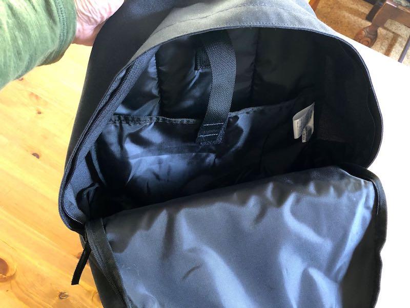 無印良品肩の負担を軽減するPCポケット付きリュックサック4