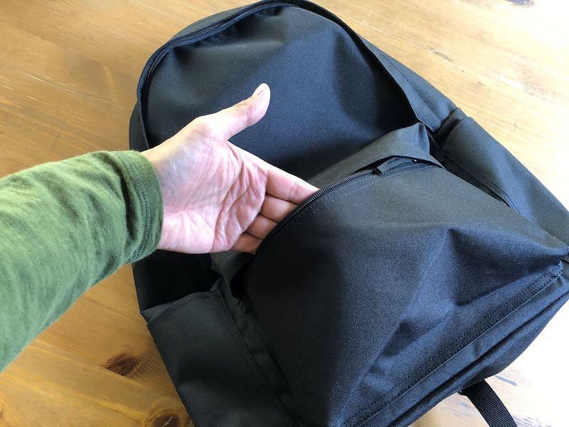 無印良品肩の負担を軽減するPCポケット付きリュックサック2