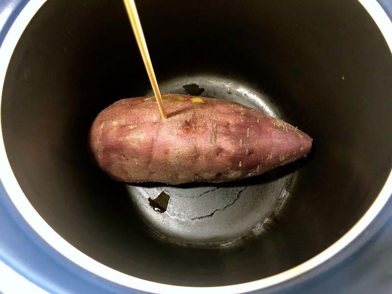 ベストポットでサツマイモを蒸す