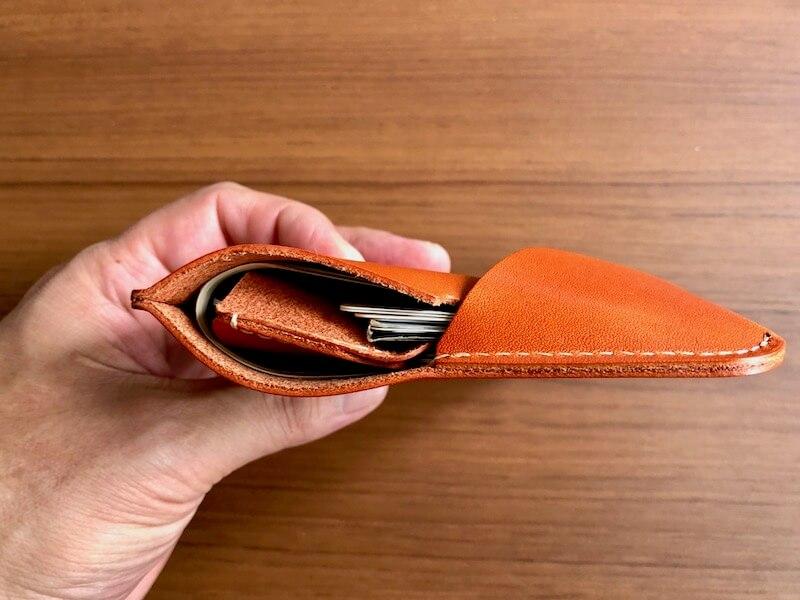 薄くて大容量の二つ折り財布HUKUROのJITAN28