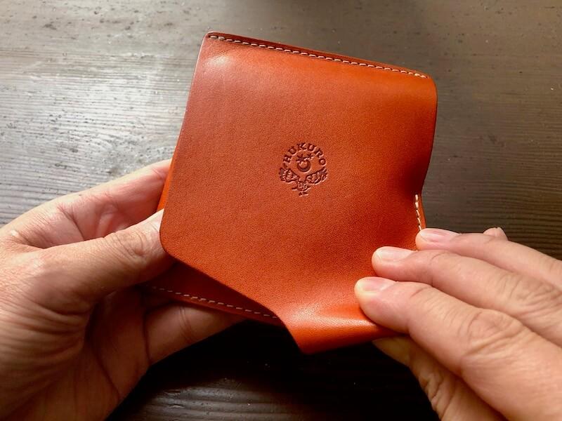 薄くて大容量の二つ折り財布HUKUROのJITAN17
