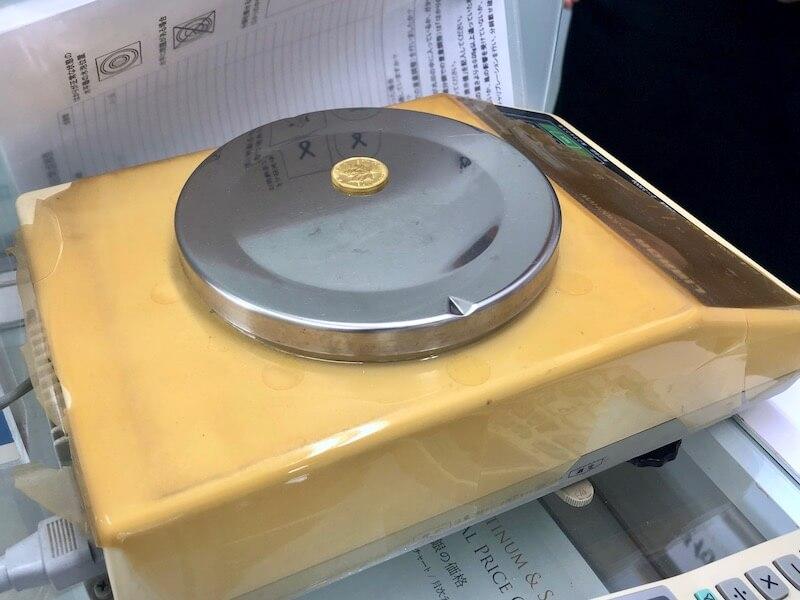 メイプルリーフ金貨の重さを量る