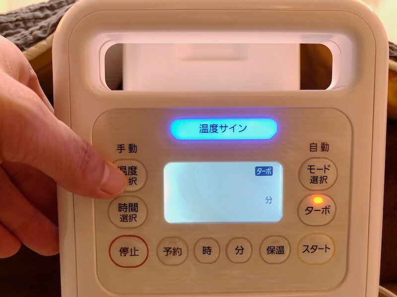 アイリスオーヤマの布団乾燥機カラリエハイパワーツインノズル24
