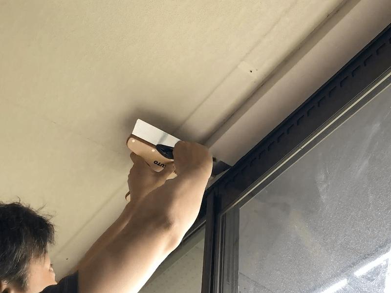 窓上部壁紙貼り4